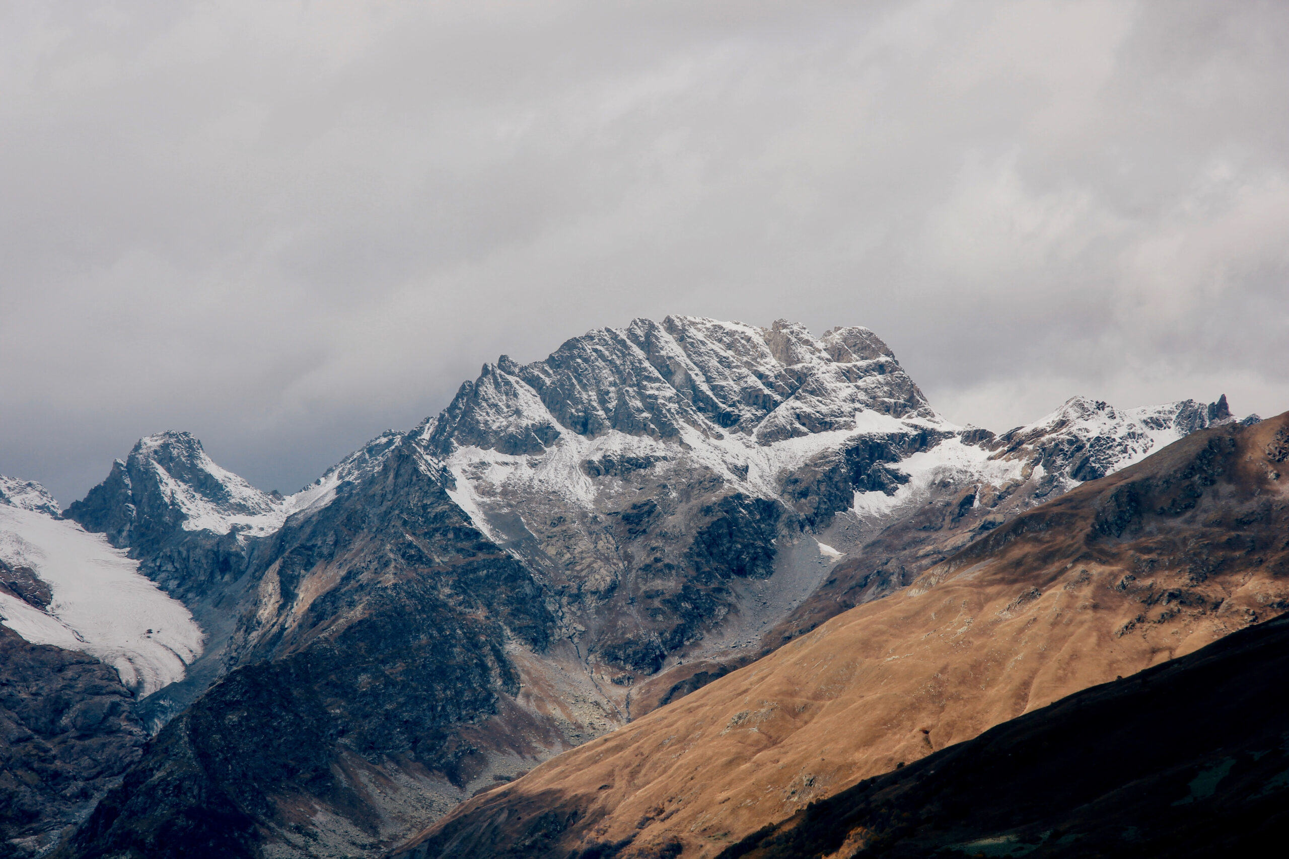 Zwischen Welten: Der Kaukasus von Ost nach West